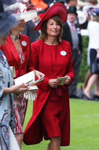 Фото №11 - Гардероб Кэрол Миддлтон: как одевается мама герцогини Кембриджской
