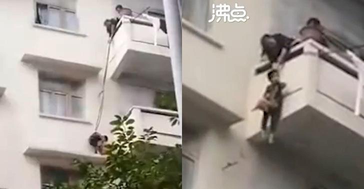 Фото №1 - Китайская бабуля спускает внука на веревке, чтобы тот спас кота (видео)