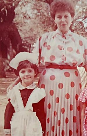 Фото №13 - Правда ли, что дочки становятся копиями своих мам: 15 фото тогда и сейчас