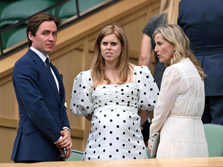 Фото №2 - Полька-дот: как королевские особы носят трендовый «горох»