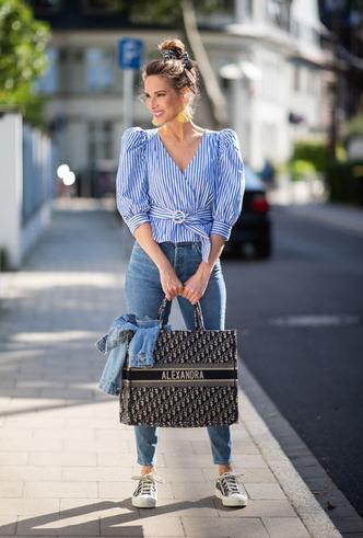 Фото №10 - Объем имеет значение: с чем носить оверсайз-сумки (и где искать самые модные)