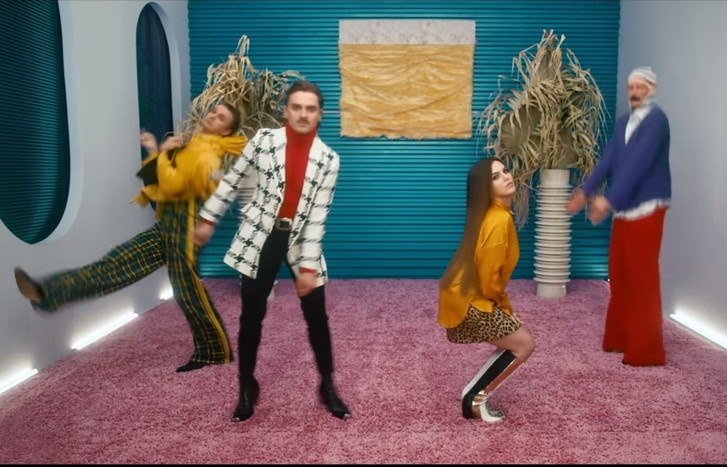 Фото №1 - Новый заводной танцевальный челлендж от Little Big— Go Bananas (видео)