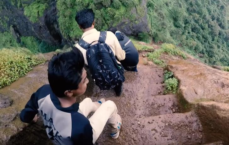 Фото №1 - Как выглядит спуск по самой крутой лестнице в мире (видео)