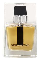 Туалетную воду Dior Homme марка Dior подарила мужчинам в 2005 году. С тех пор композиция не менялась: сегодня, как и прежде, ее составляют ноты ириса, амбры, лаванды и кардамона.