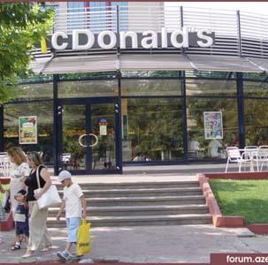 Фото №1 - McDonalds заставят сменить двери на окна