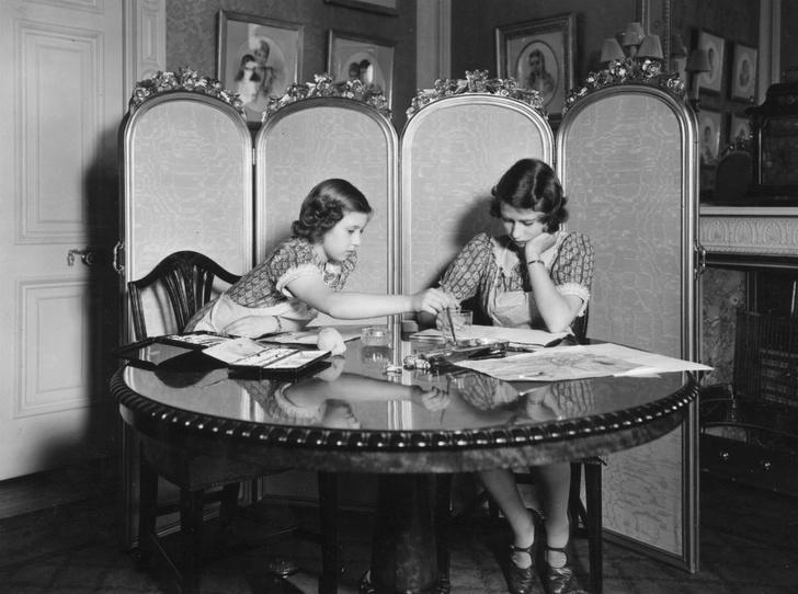 Фото №2 - Мечта Маргарет: какой привилегии Королевы завидовала ее младшая сестра