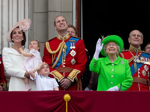 Фото №3 - Принцесса Шарлотта и принц Джордж стали главными героями «балконного шоу»