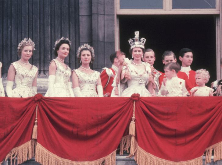 Фото №2 - Никто не идеален: какую ошибку совершила Елизавета II во время своей коронации