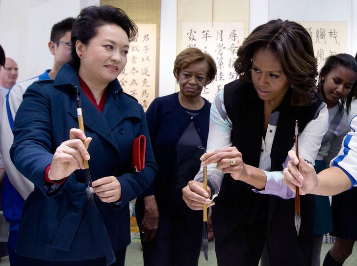Фото №11 - Этикет первых леди: что можно (и нельзя) супругам президентов