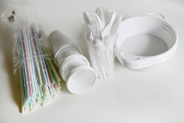 Фото №1 - Сколько пластика съедает человек