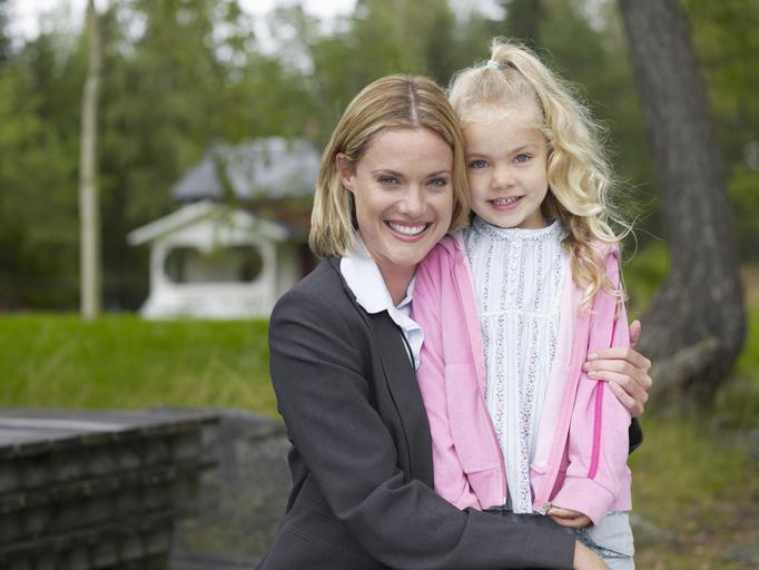 Фото №1 - Дилемма: пойти работать или остаться «просто мамой»?