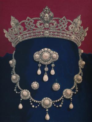 Фото №14 - Полный комплект: самые роскошные парюры британской королевской семьи