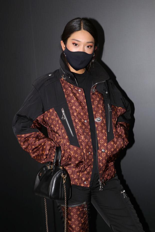 Фото №2 - Тотал-лук и ботинки на платформе: диджей Пегги Гу на показе Louis Vuitton