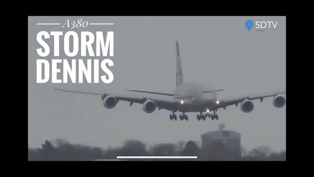 Фото №1 - Посадка самого большого пассажирского лайнера в штормовой боковой ветер (видео)