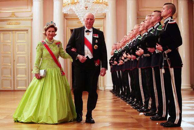 Фото №49 - Забавы королевского двора: самые интересные моменты юбилея Харальда и Сони
