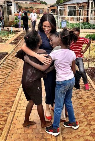 Фото №42 - Все наряды герцогини Меган в туре по городам Южной Африки
