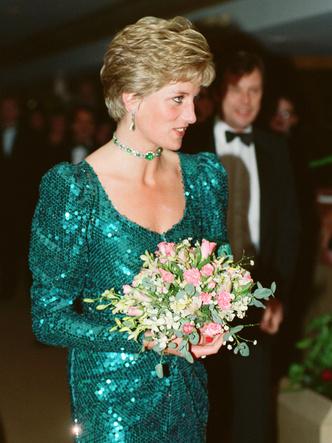 Фото №3 - Неповторимая Кэтрин Уолкер: любимый дизайнер принцессы Дианы и Кейт Миддлтон