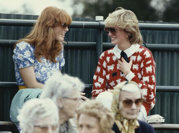 Фото №1 - Диана и Ферги Vs Меган и Кейт: «заклятые подруги» королевской семьи