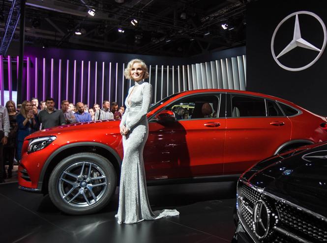 Фото №1 - Полина Гагарина и другие звёзды на вечеринке Mercedes-Benz