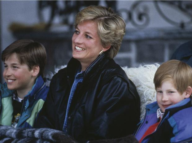 Фото №1 - Один секрет на троих: любимое тайное развлечение Дианы, Гарри и Уильяма
