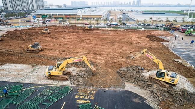 Фото №1 - Вот как идет строительство больницы для больных коронавирусом в Ухане (ускоренное видео)