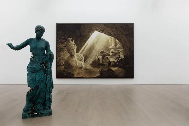 Фото №1 - Зевс, Аполлон и Пикачу: выставка Даниела Аршама в Нью-Йорке