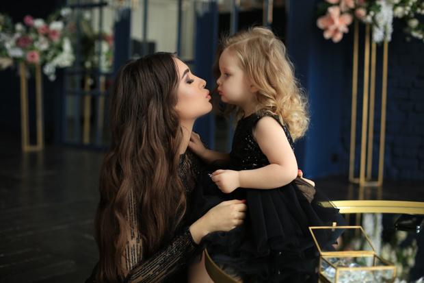 Фото №1 - Блогер Лейла Мешкова: молодые мамы превращают свою жизнь в декрете в ад