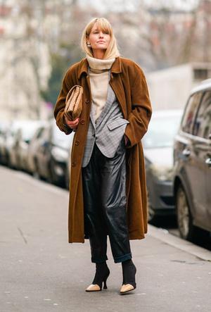 Фото №6 - Как носить кожаные брюки: самые стильные и простые сочетания