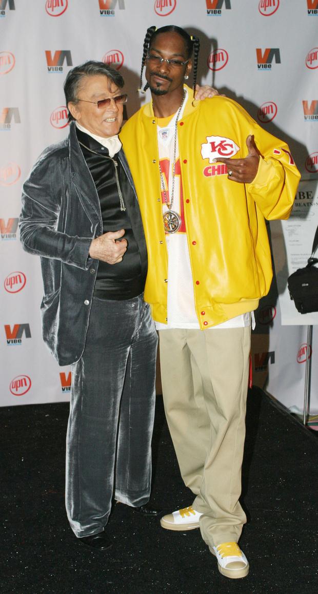 Фото №17 - Золотые цепи, цветные шубы и спортивные костюмы: Снуп Догг и его лучшие образы