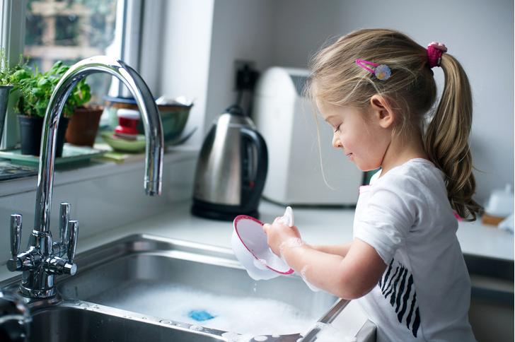 Фото №1 - Эксперты назвали 10 лучших средств для мытья посуды