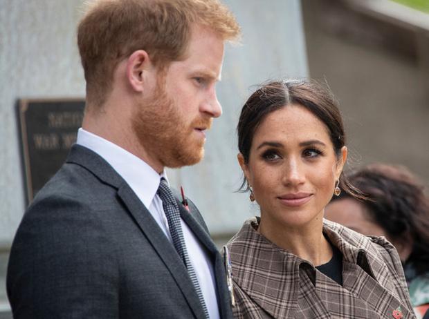Фото №1 - 5 правил королевских родов, которые не станут нарушать Меган и Гарри