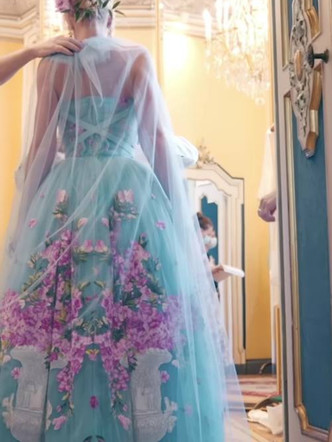 Фото №24 - Королевский размах: шесть свадебных платьев леди Китти Спенсер