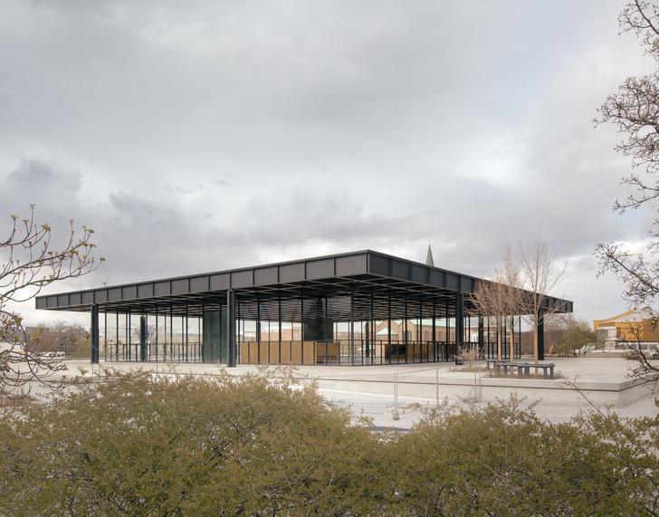 Фото №2 - Последнее здание Людвига Миса ван дер Роэ открылось после реконструкции