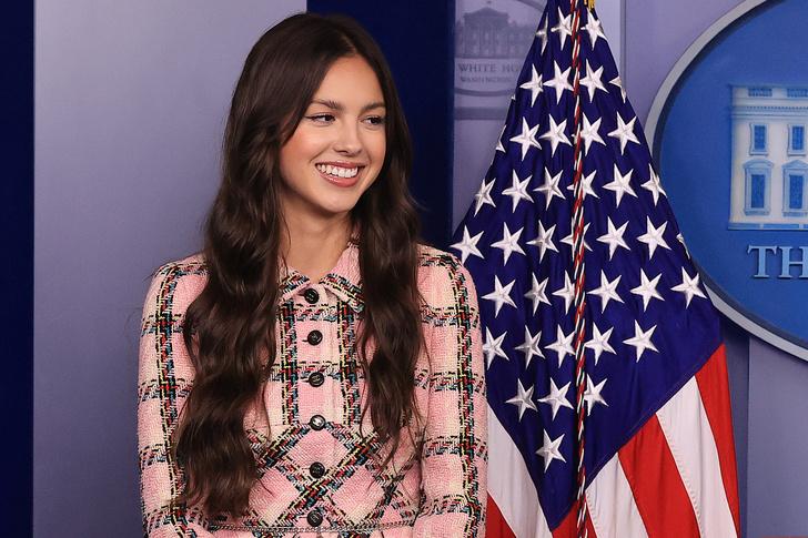 Фото №2 - Оливия Родриго демонстрирует идеальный естественный макияж во время визита в Белый дом