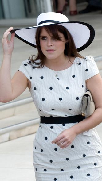 Фото №10 - Полька-дот: как королевские особы носят трендовый «горох»