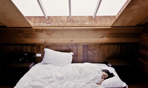 Фото №1 - Психолог: Недосып активизирует работу мозга и толкает на решение сложных проблем