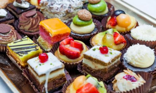 Фото №1 - Роспотребнадзор рассказал, какие торты и пирожные безопасны для здоровья
