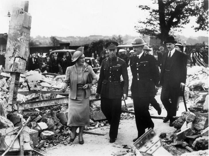 Фото №3 - Почему будущую Королеву и принцессу Маргарет не эвакуировали во время Второй мировой войны