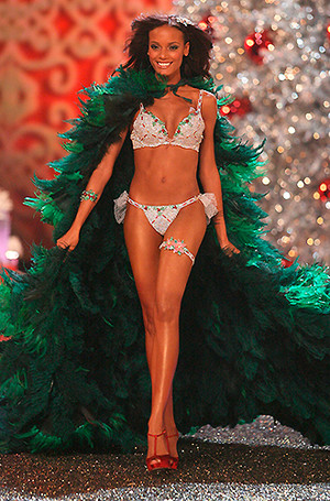 Фото №24 - Полцарства за бюстгальтер: как выглядят все драгоценные Fantasy Bra Victoria's Secret