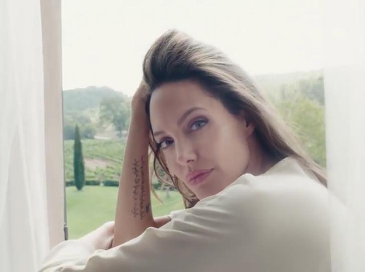 Фото №1 - Анджелина Джоли в новом видео для Guerlain