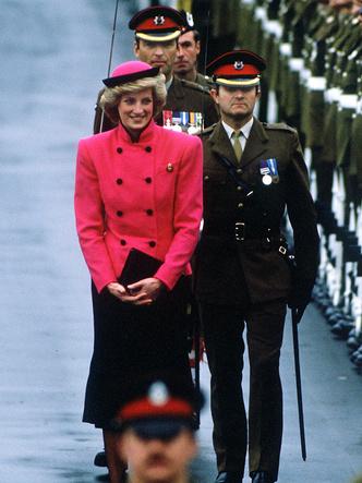 Фото №39 - От персикового до фуксии: как принцесса Диана носила розовый цвет (и почему он ей так шел)