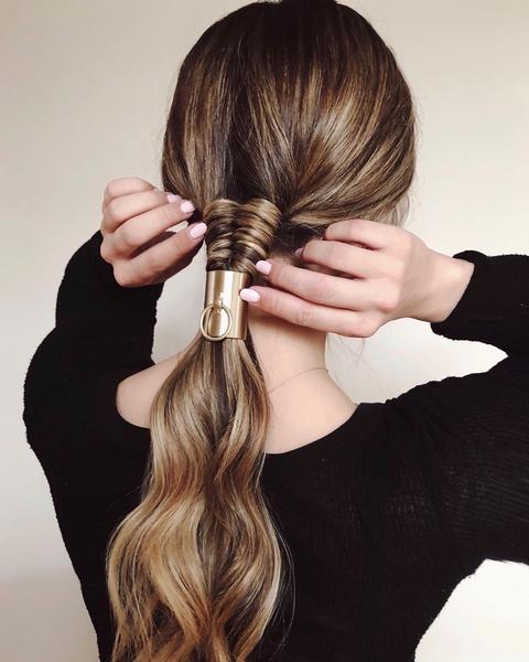 Фото №4 - Заплетай: 6 стильных причесок с косами на осень 2020