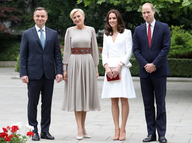 Фото №20 - Принцесса Шарлотта и принц Джордж: первые фото из Польши