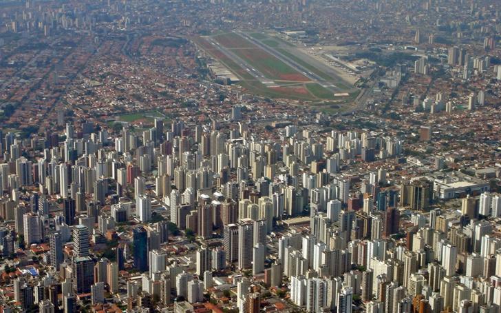 Фото №10 - Приготовьтесь к посадке: 18 cамых опасных аэропортов мира