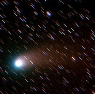 Фото №1 - Новая комета затмила Луну