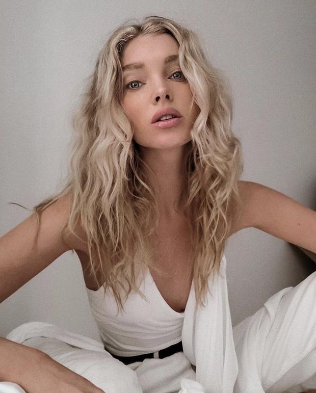 Фото №3 - Топ со шлейфом для тех, кто хочет быть в центре внимания: модная находка Эльзы Хоск