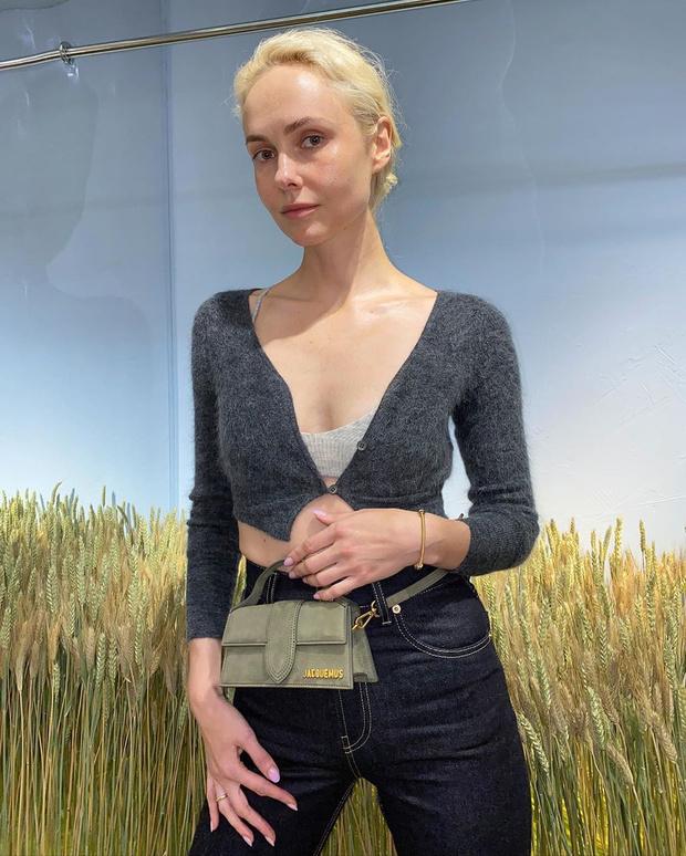 Фото №2 - Трикотажный бра + укороченный кардиган из шерсти: Ольга Карпуть в Jacquemus