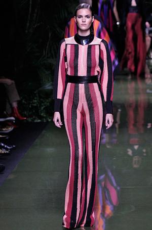 Фото №61 - Единое целое: как носить модные комбинезоны