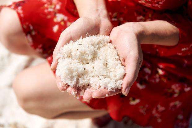 как прочистить трубу солью