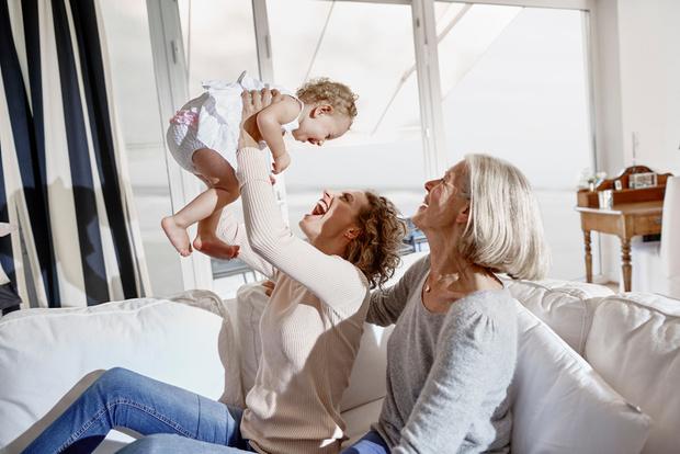 Фото №1 - 7 нюансов воспитания, которые нельзя обсуждать с бабушками